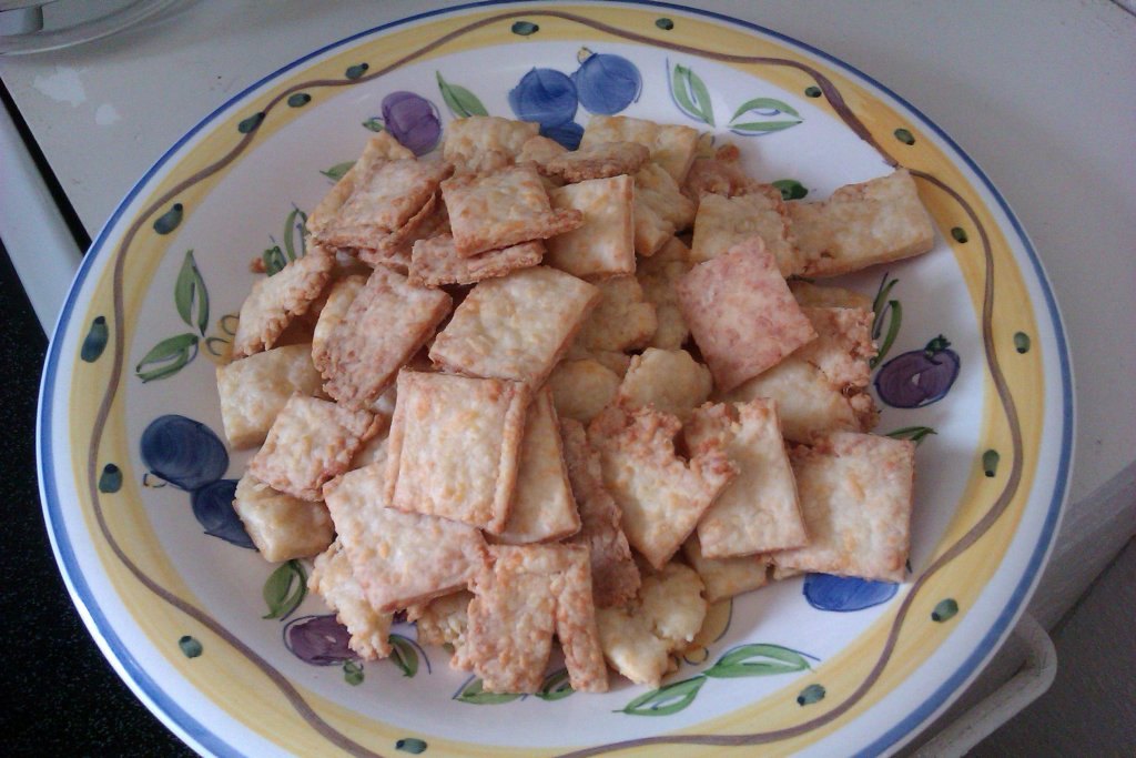 homemade cheesy crackers